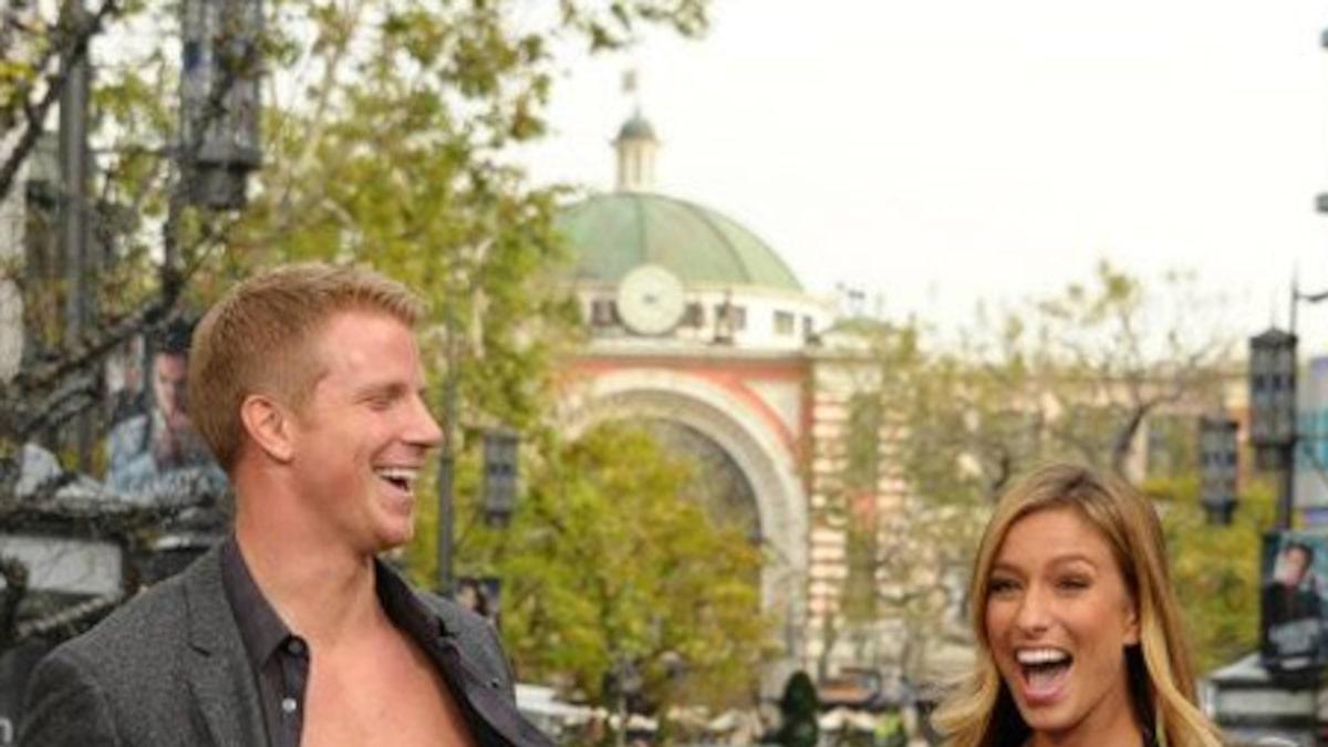 The Bachelors Sean Lowe Strips Off His Shirt on E! News