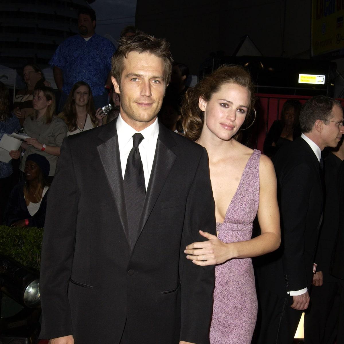Is jennifer garner dating who Jennifer Garner,
