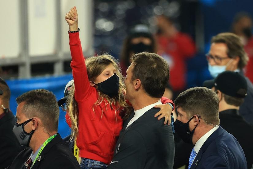 Pics! Tom Brady Celebrates His 7th Super Bowl Win with Family